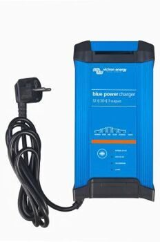 Blue Power IP22 Charger 12/30 (1) Schuko